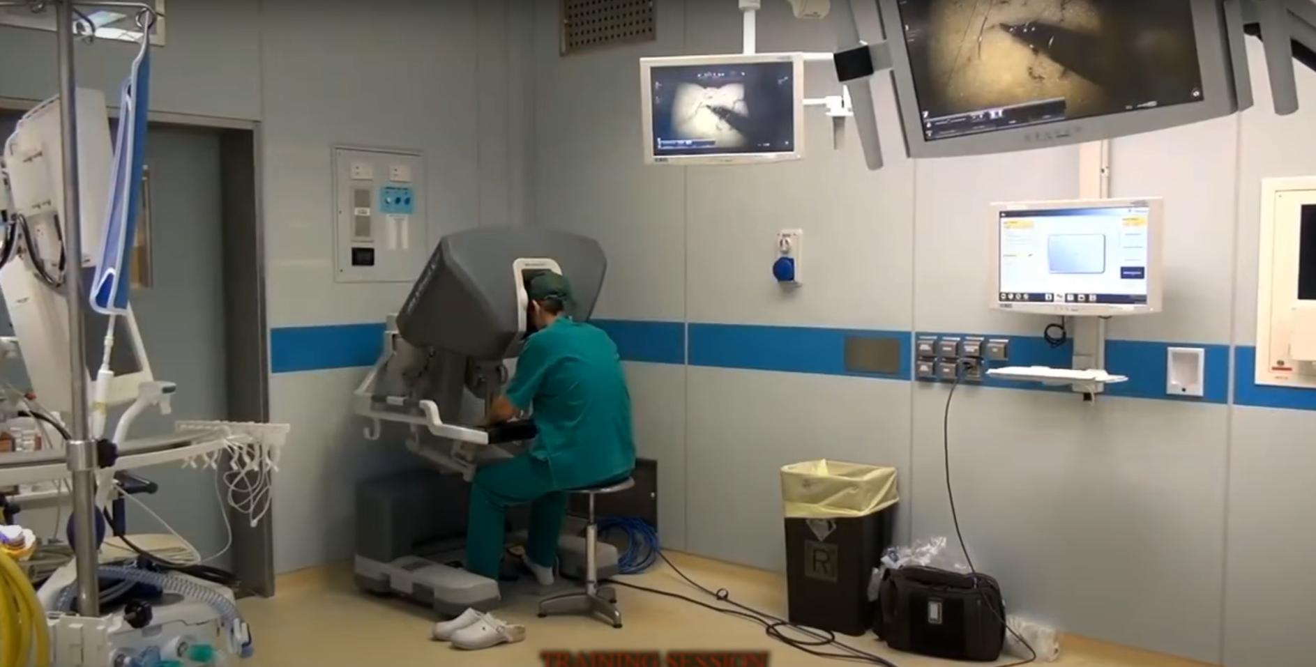 Immagine per Un robot per operazioni chirurgiche più veloci e precise, rivoluzione all'ospedale di Gorizia