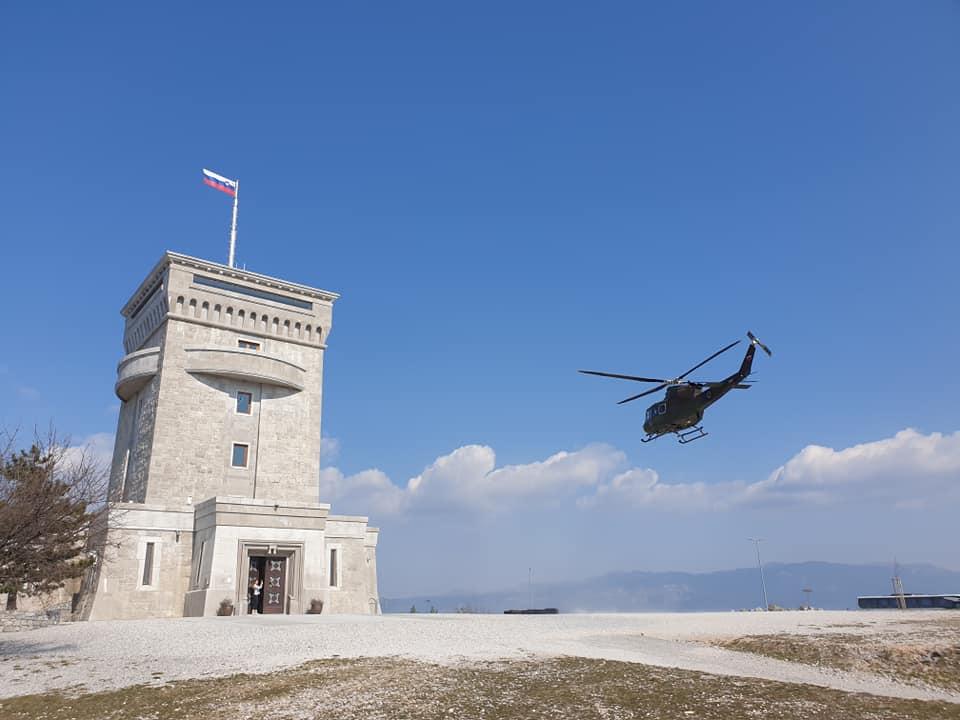 Immagine per Un elicottero avvistato nei cieli di Merna, fanno 240 chilometri per visitare il sacrario di Cerje