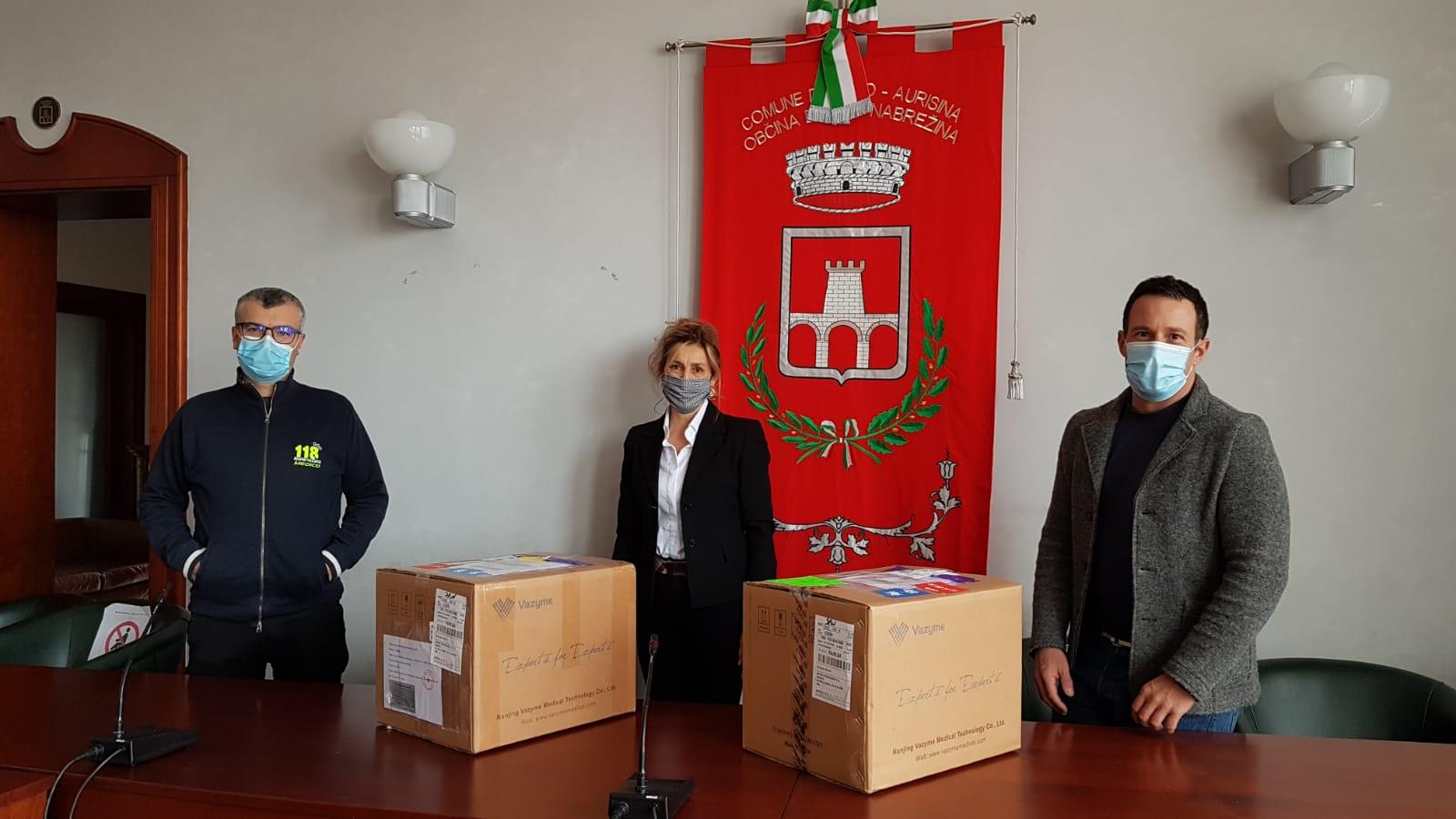 Immagine per Lo sport in aiuto della comunità, la Corsa della bora dona 500 tamponi a Duino-Aurisina