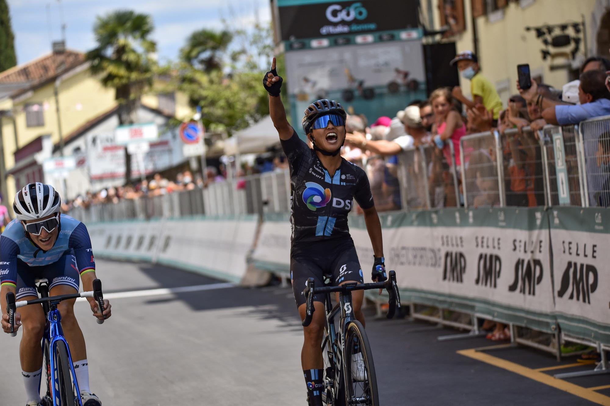 Immagine per L'americana Coryn Rivera conquista la tappa di Cormons, il Giro d'Italia Donne parla però olandese
