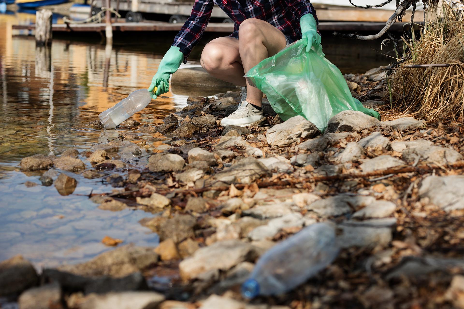 Immagine per L'inquinamento distrugge l'Adriatico, in arrivo 35mila euro per aiutare le coste del Goriziano