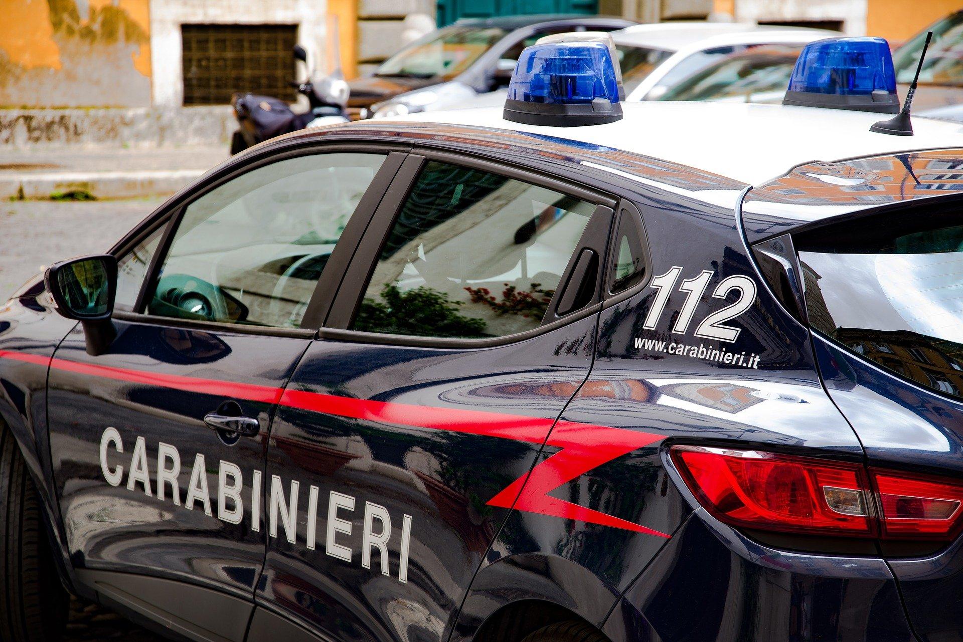 Copertina per Tenta di entrare in casa dell'ex compagna con la forza, arrestato un 40enne a Cervignano