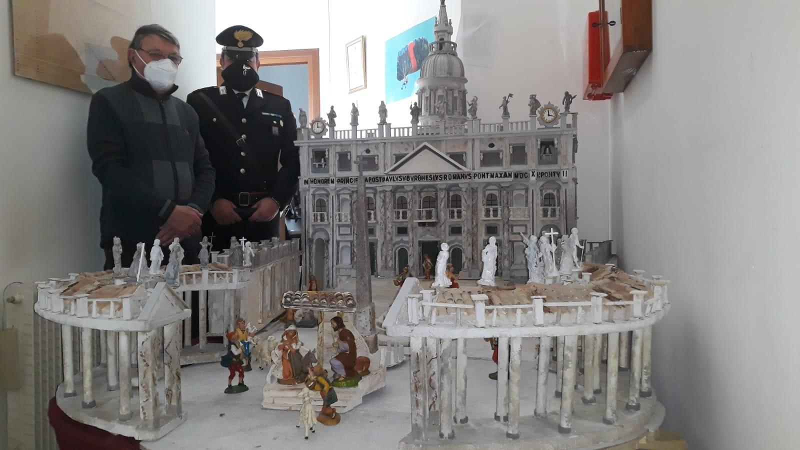 Immagine per Oltre un anno di lavoro per il presepe a forma di San Pietro, l'incredibile opera donata ai carabinieri di Capriva