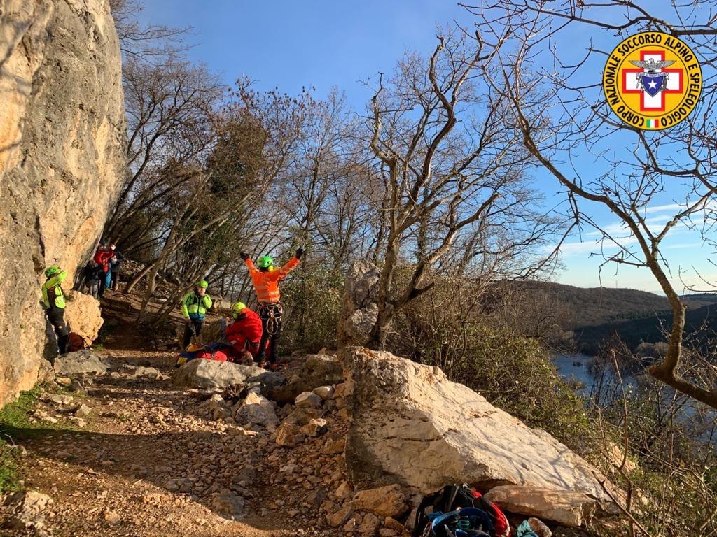 Immagine per Scala una parete di roccia ma precipita a terra, ferito un 31enne a Doberdò del Lago