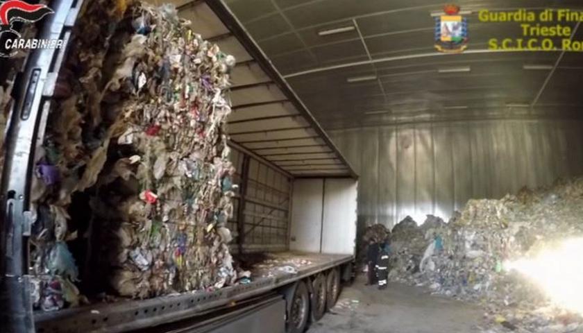 Immagine per Maxi-deposito di rifiuti illeciti a Mossa, ora il Comune chiede i danni ai responsabili dell'ex Bartolini