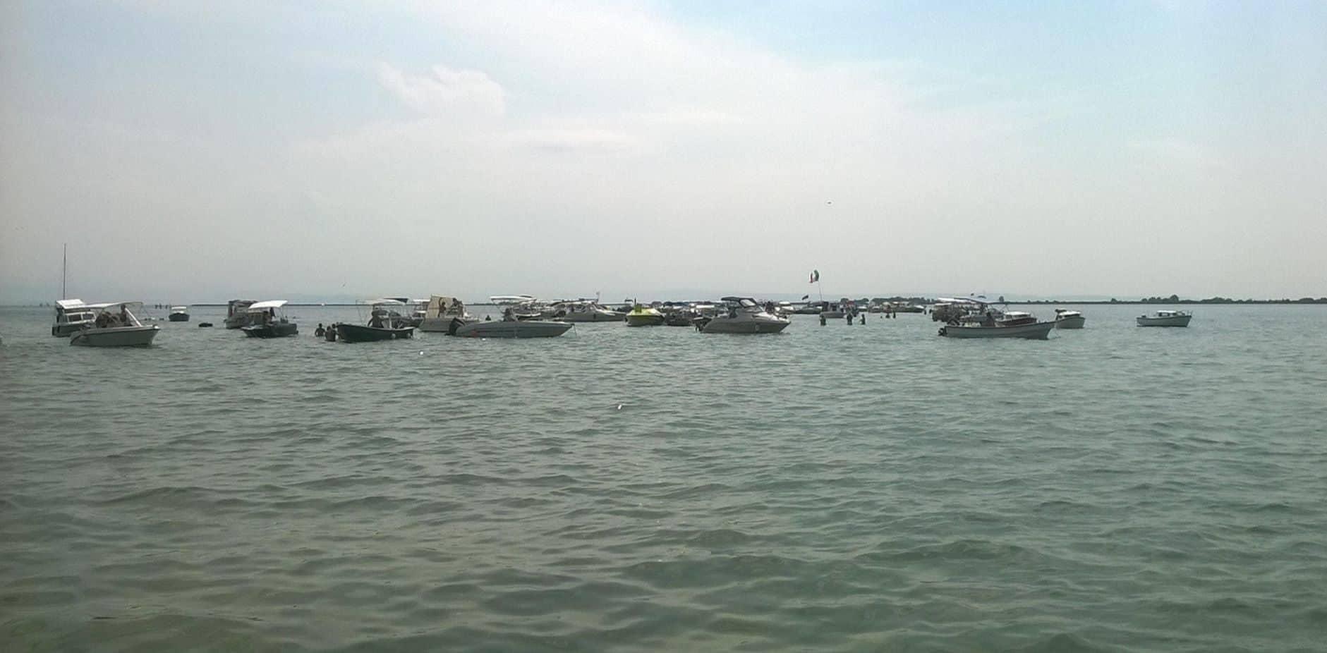 Immagine per Folla e barche alla foce dell'Isonzo di Staranzano a Ferragosto, ira di Legambiente