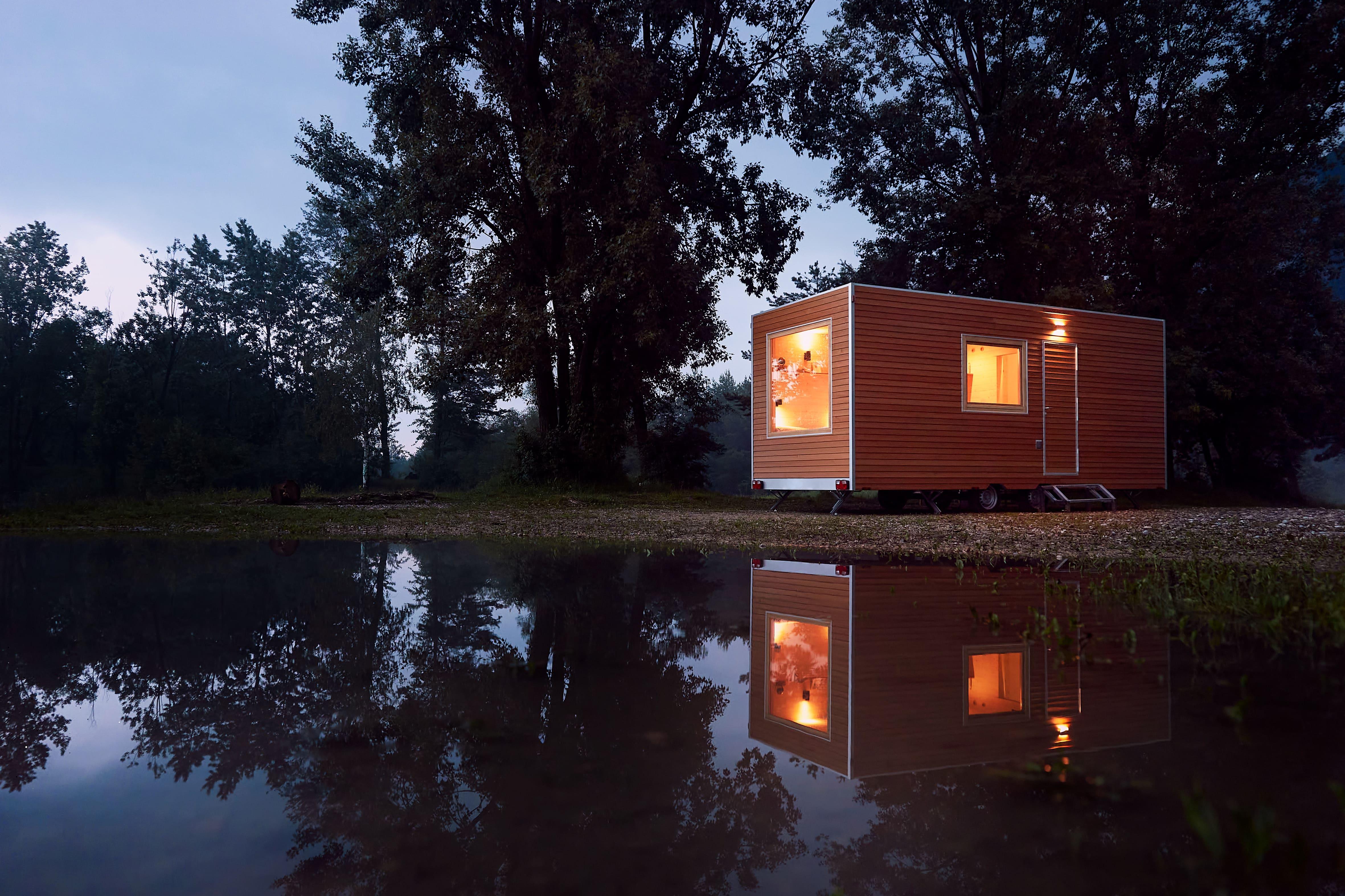 Immagine per Dormire in riva ai laghetti rossi a impatto zero, Capriva si apre al turismo ecosostenibile
