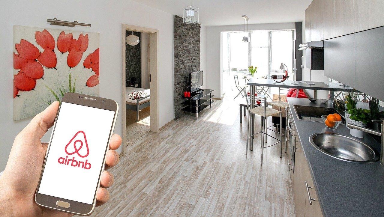 Immagine per Prenotare online la casa delle vacanze senza rischi, gli esperti spiegano come