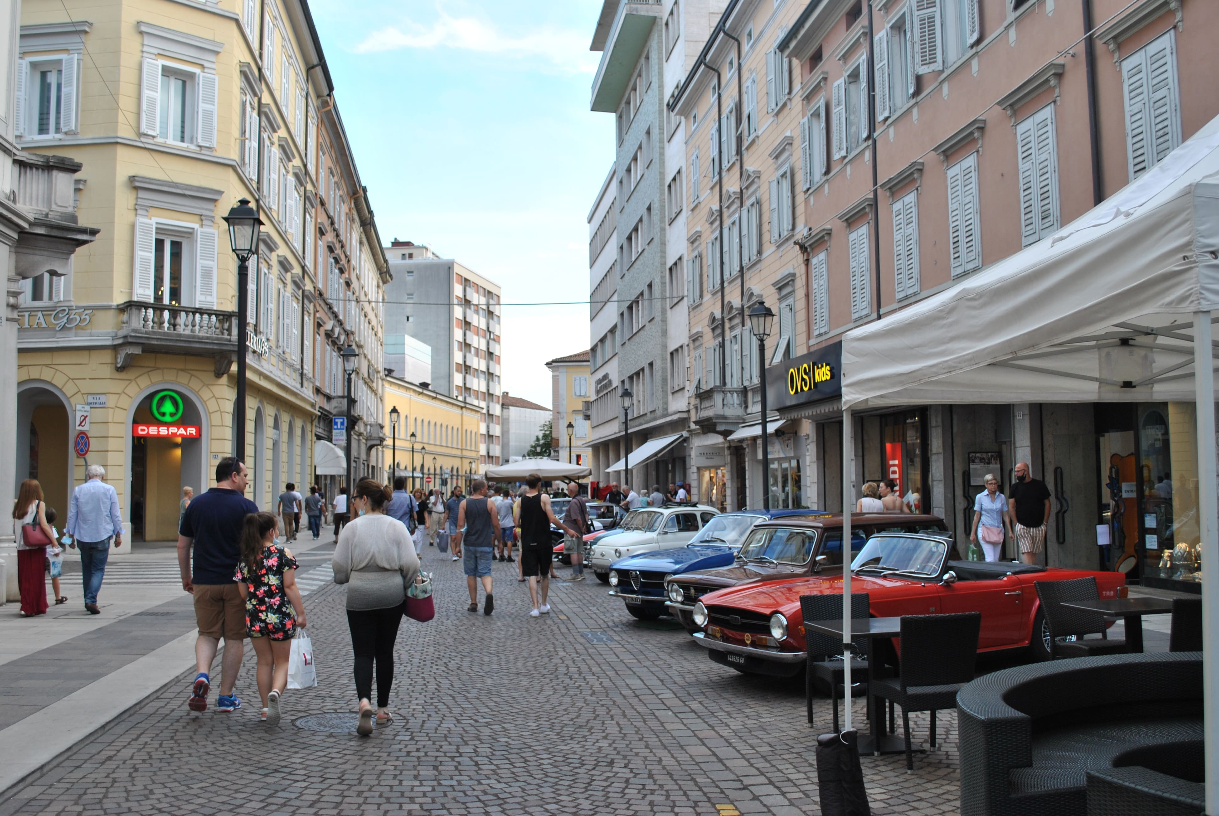 Immagine per Partono bene i saldi a Gorizia, maghi e auto d'epoca in centro ma manca la notte bianca