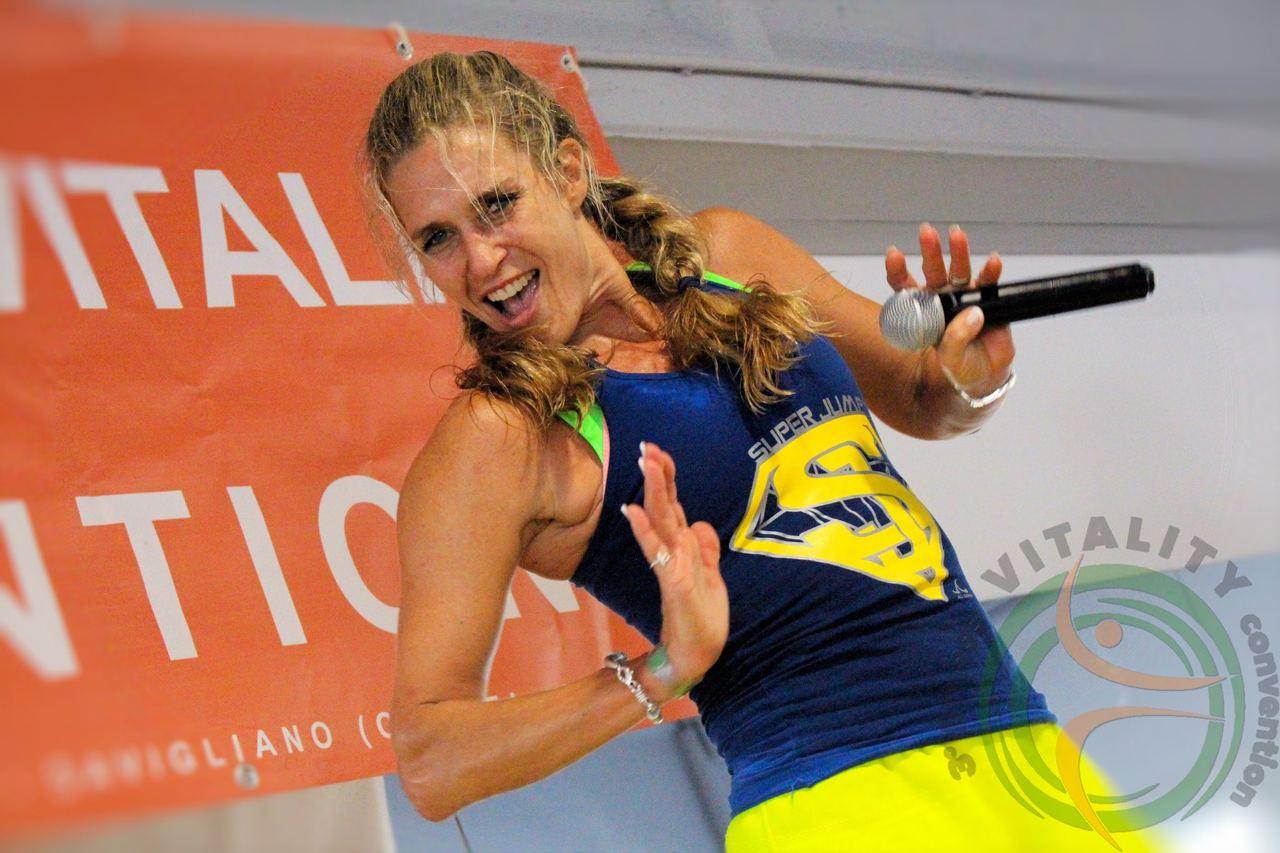 Immagine per Fitness senza perdere il sorriso, la star Jill Cooper arriva al Tiare di Villesse