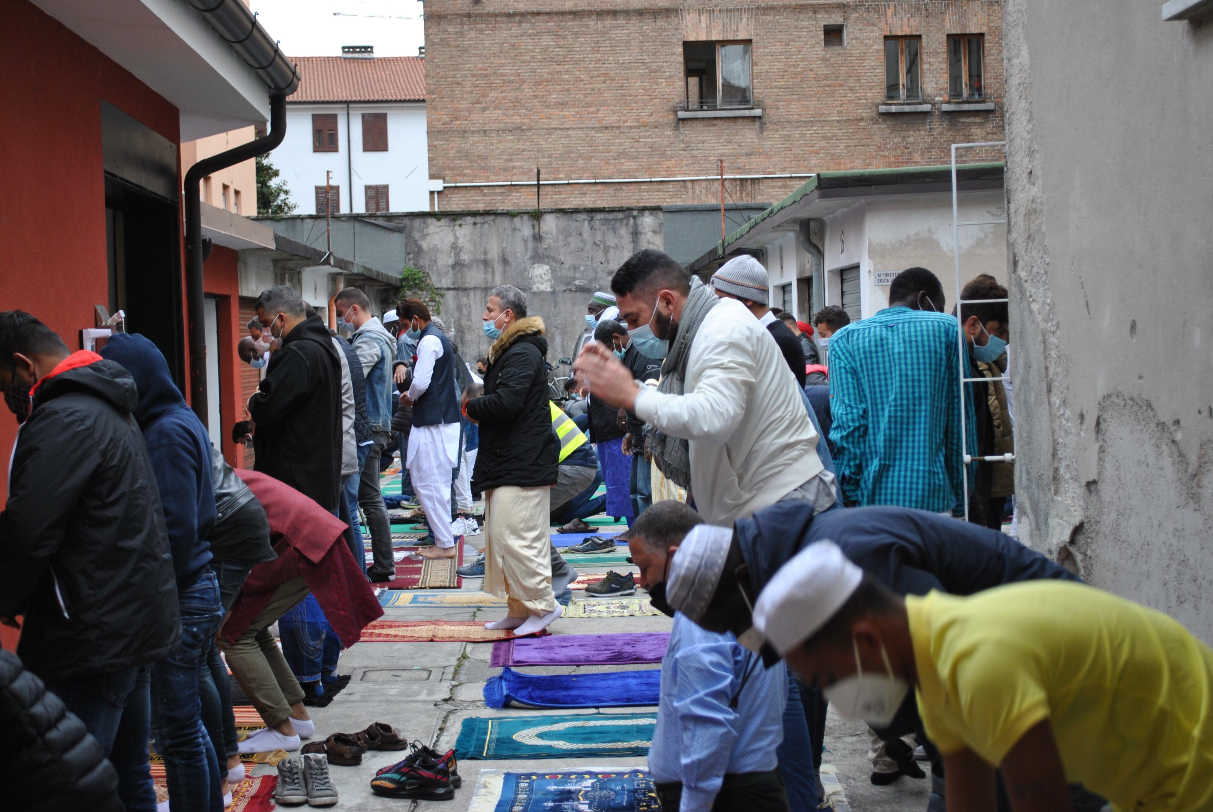 Immagine per Gorizia saluta la fine del Ramadan, preghiera del mattino gremita con 260 fedeli