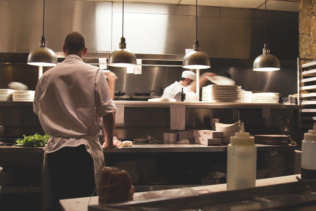Immagine per Nuove sfide in cucina tra chef al Tiare di Villesse, una webserie con ricchi premi