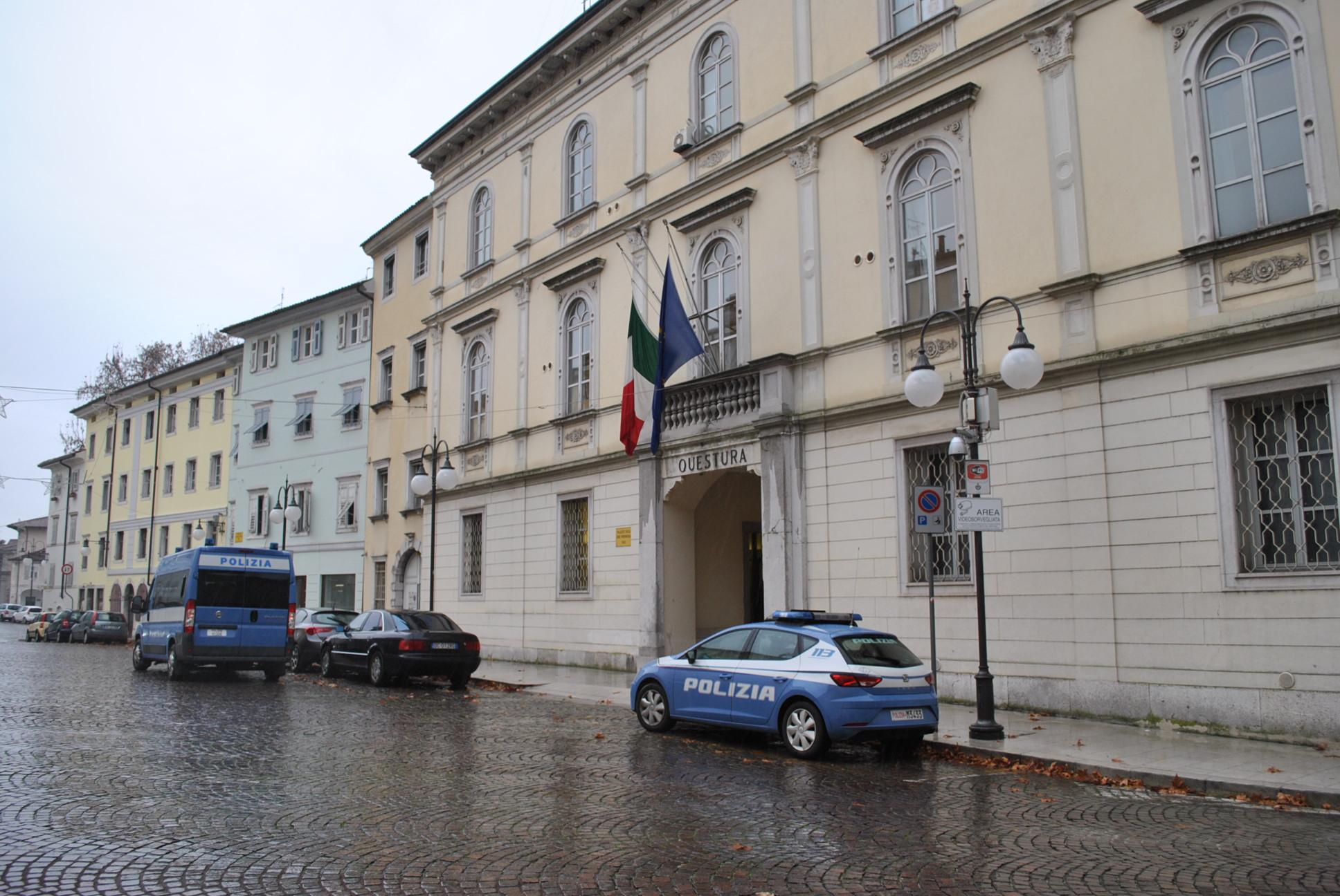 Immagine per Tagliavano e confezionavano la droga in centro città, arrestati due fidanzati a Monfalcone