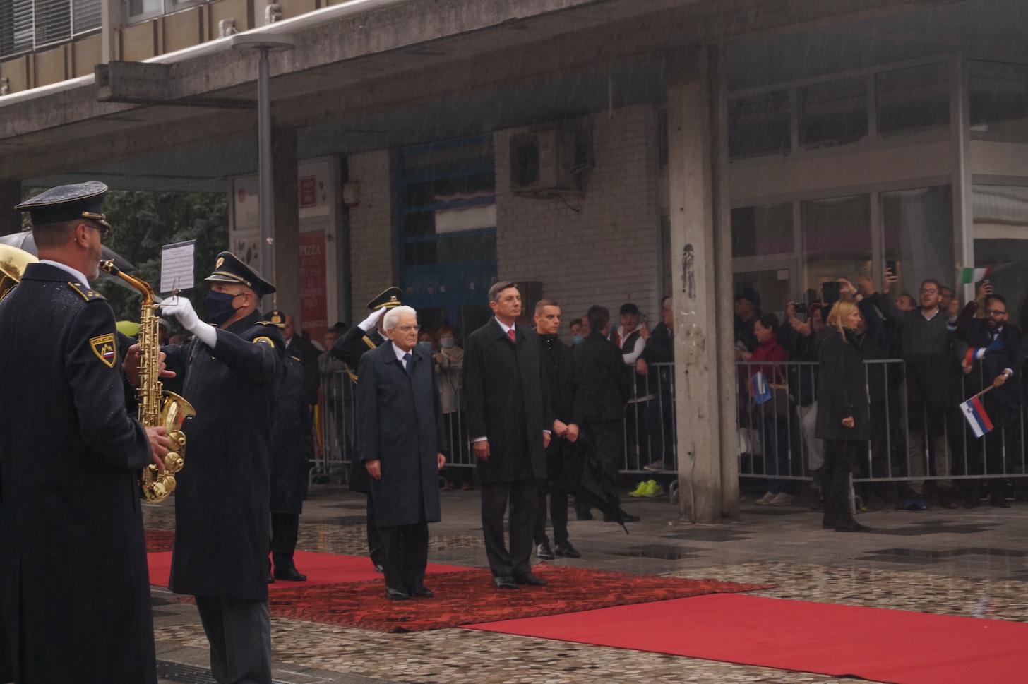 Immagine per Bandierine e canti sotto la pioggia, Nova Gorica saluta i due presidenti
