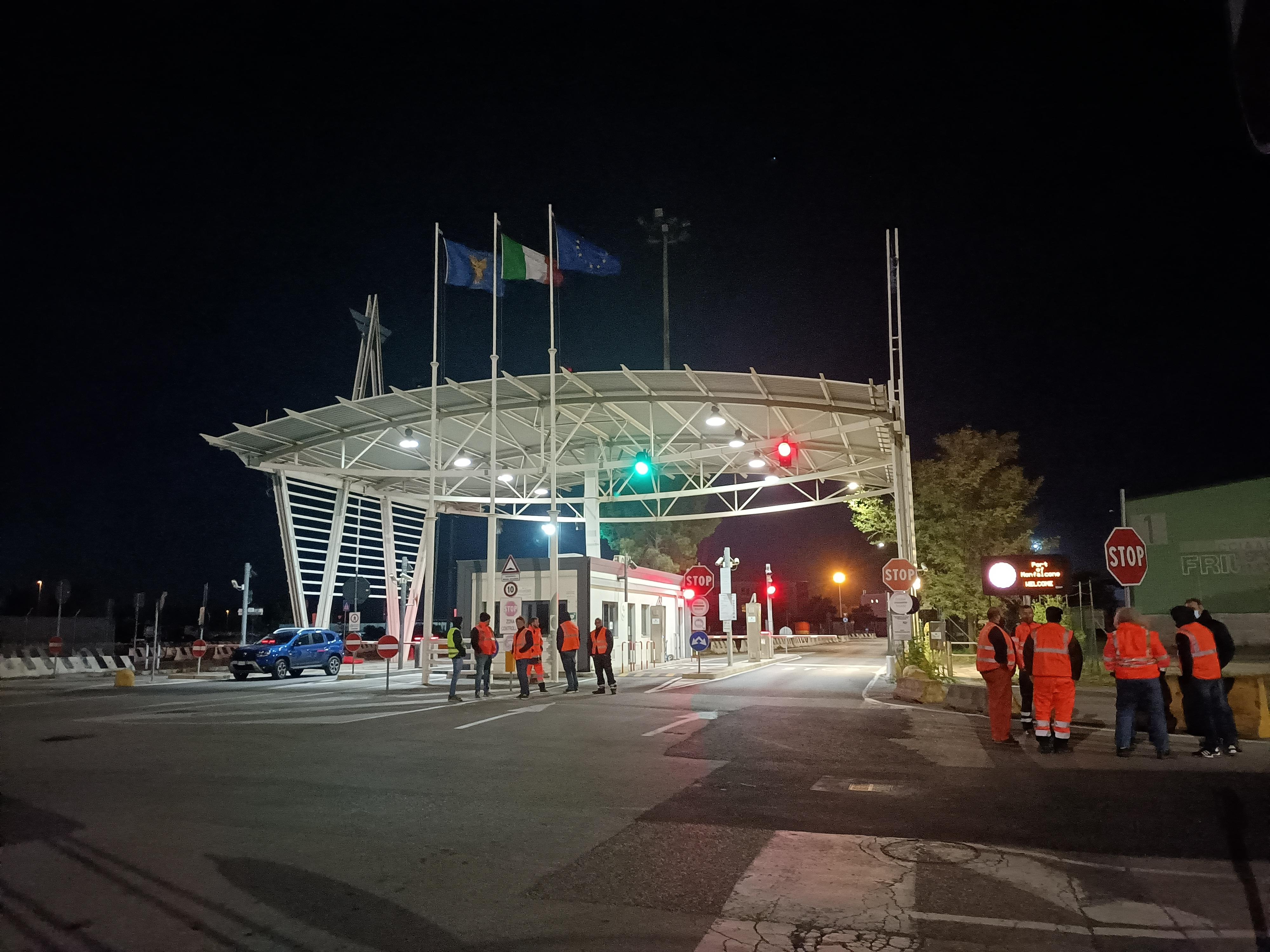 Immagine per Rabbia contro il green pass a Monfalcone, sciopero anche in porto