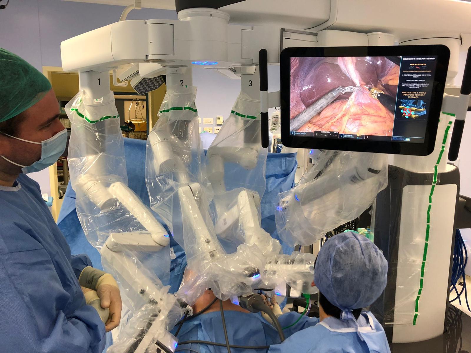 Immagine per Nuove operazioni con il super robot a Gorizia, interventi anche sui tumori