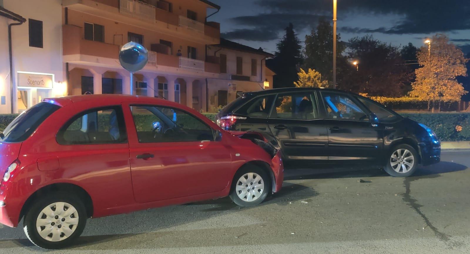 Immagine per Manca la precedenza e tampona un'auto, incidente sulla regionale a Fogliano